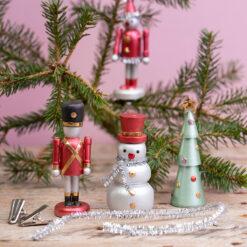 Houten Kersthangers Sneeuwpop en Notenkraker en Clown